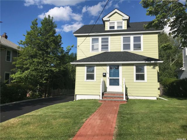 3 BR,  2.00 BTH Colonial style home in Glen Cove