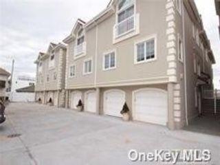 3 BR,  3.00 BTH Condo style home in Long Beach