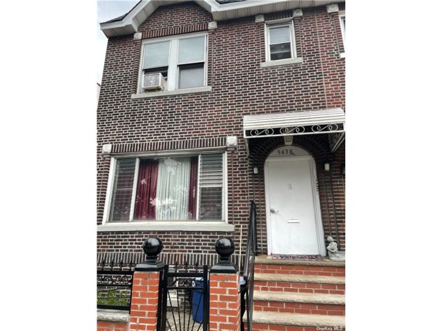 6 BR,  4.00 BTH Bungalow style home in Ozone Park