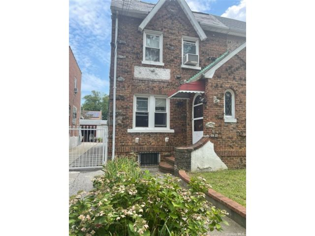 4 BR,  3.00 BTH Bungalow style home in Queens Village