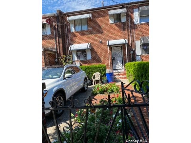 3 BR,  2.00 BTH 2 story style home in Brownsville