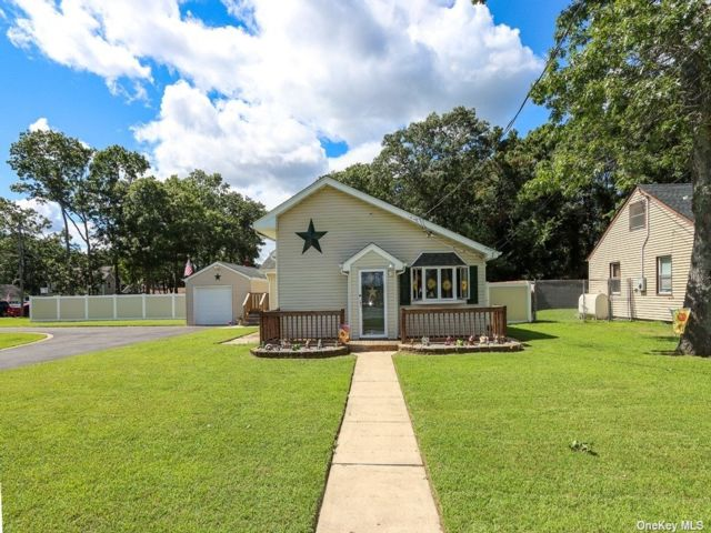 3 BR,  2.00 BTH Exp ranch style home in Holbrook