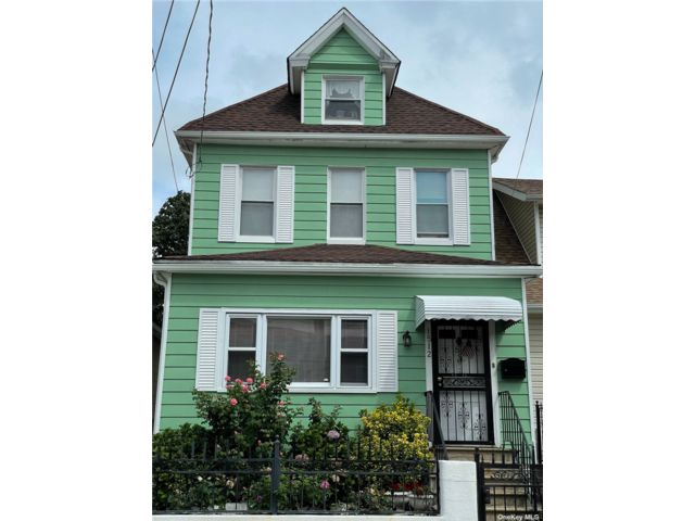 3 BR,  2.00 BTH Colonial style home in Out Of Area Town