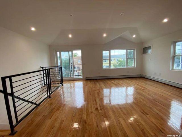 3 BR,  2.00 BTH Apt in house style home in Far Rockaway