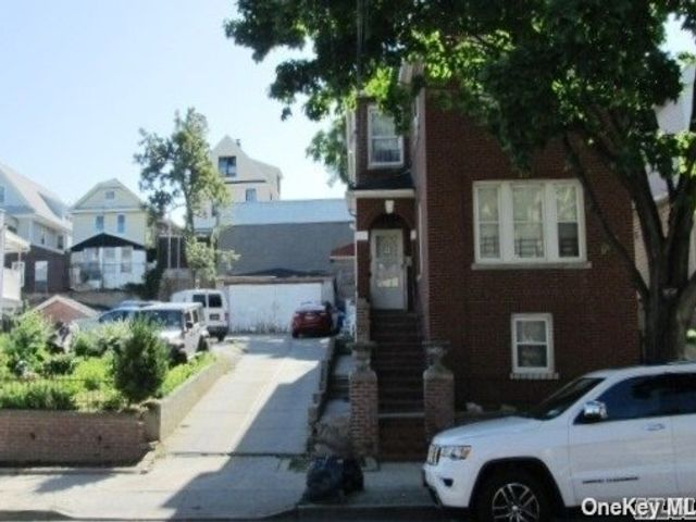 5 BR,  2.00 BTH Colonial style home in East Elmhurst