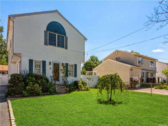 [Farmingdale Real Estate, listing number 3196324]