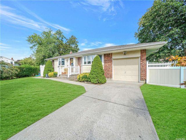 [Commack Real Estate, listing number 3196335]
