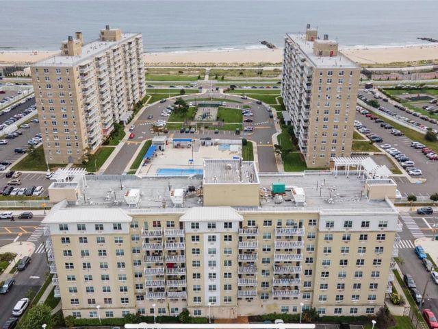 3 BR,  2.00 BTH High rise style home in Rockaway Beach