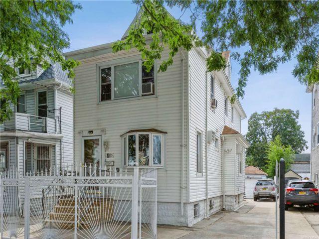 5 BR,  3.00 BTH Duplex style home in Richmond Hill