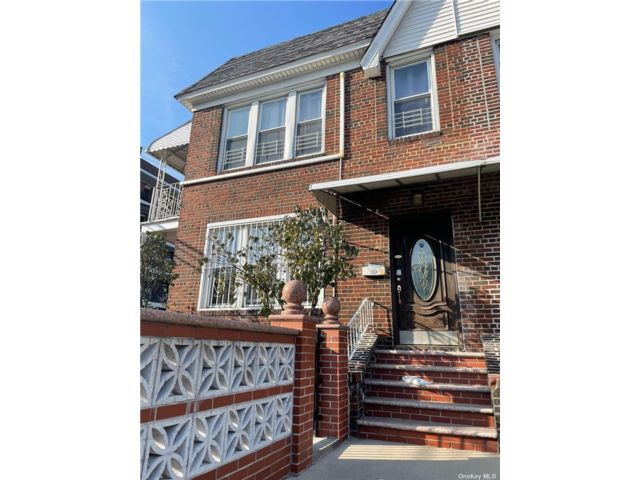 5 BR,  4.00 BTH 2 story style home in Sunnyside