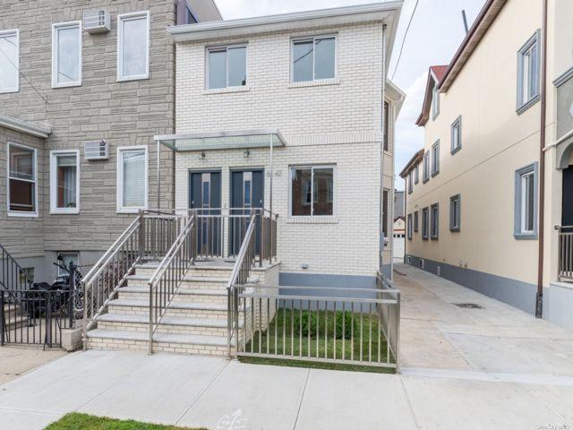 6 BR,  5.00 BTH Duplex style home in Maspeth