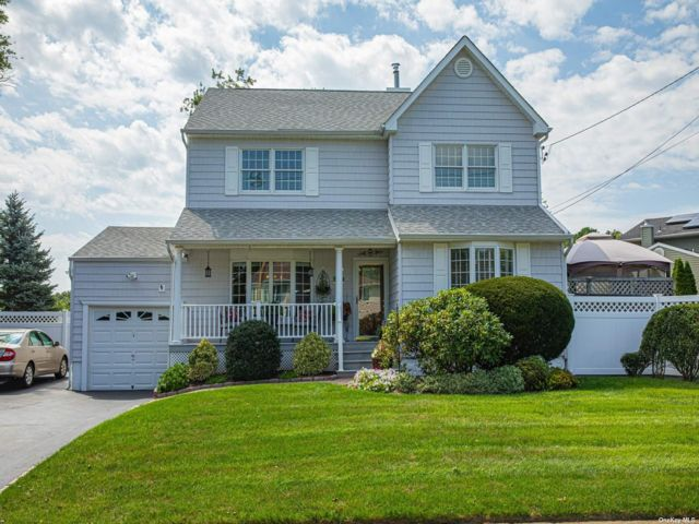 3 BR,  2.00 BTH Colonial style home in Sayville