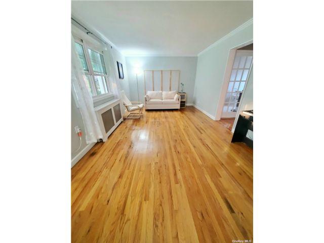 1 BR,  1.00 BTH Garden apartmen style home in Bayside