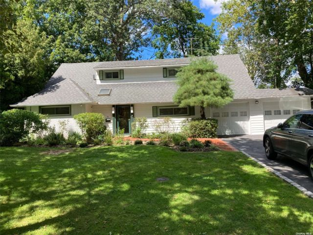 3 BR,  3.00 BTH Exp ranch style home in Roslyn