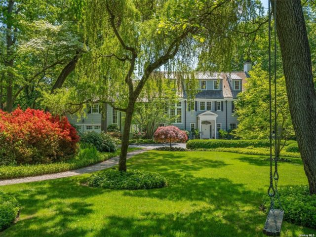 5 BR,  6.00 BTH Estate style home in Cold Spring Harbor