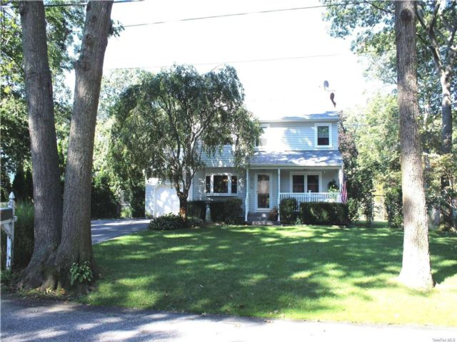 3 BR,  2.00 BTH Colonial style home in Medford