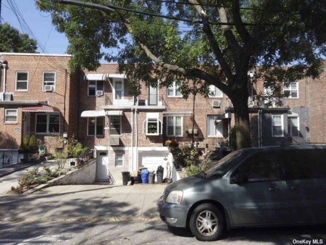2 BR,  2.00 BTH Split level style home in Queens Village