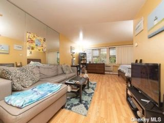 Studio,  1.00 BTH Mid rise style home in Jamaica Hills