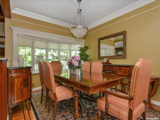 6 BR,  6.00 BTH Split level style home in Cedarhurst