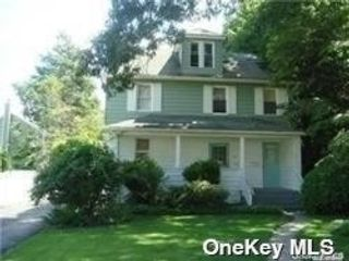 1 BR,  1.00 BTH Apt in house style home in Roslyn Heights