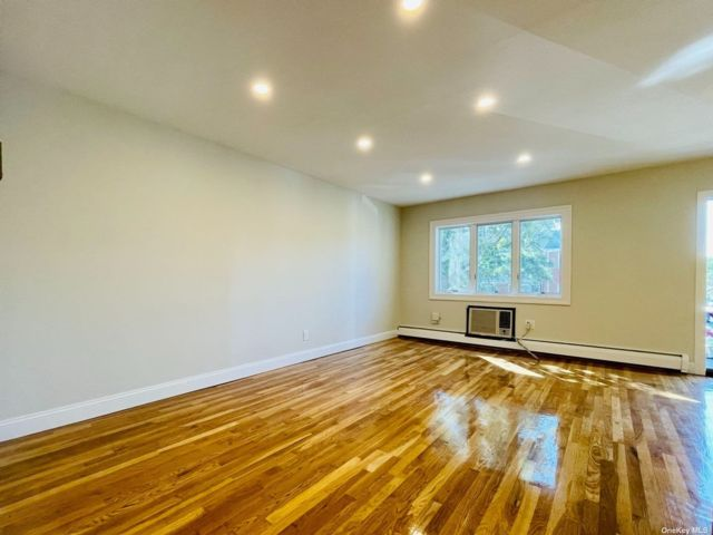 2 BR,  1.00 BTH Apt in house style home in Whitestone