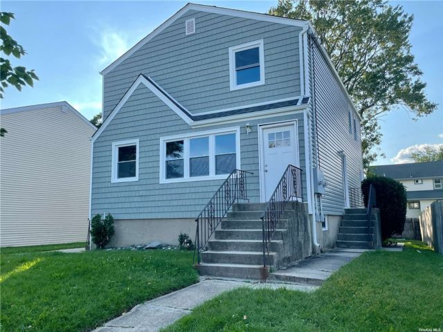 4 BR,  3.00 BTH 2 story style home in East Rockaway