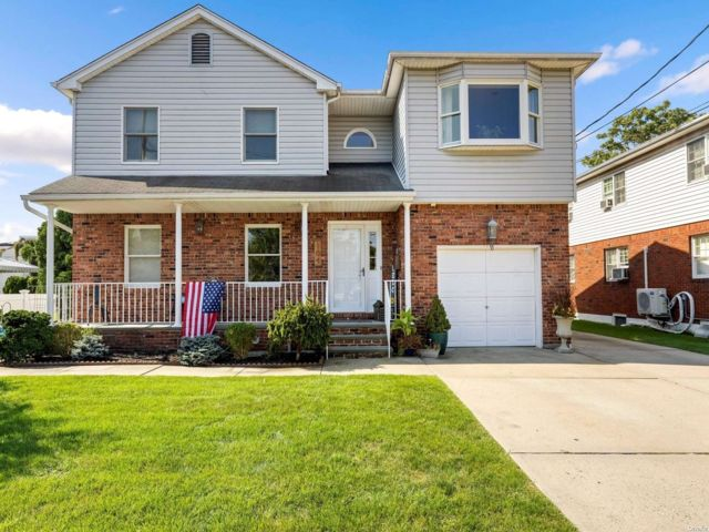 4 BR,  4.00 BTH 2 story style home in Valley Stream