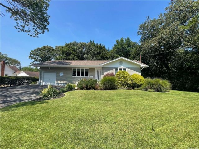 2 BR,  1.00 BTH Ranch style home in Smithtown