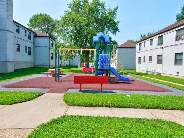2 BR,  1.00 BTH Garden apartmen style home in Kew Garden Hills