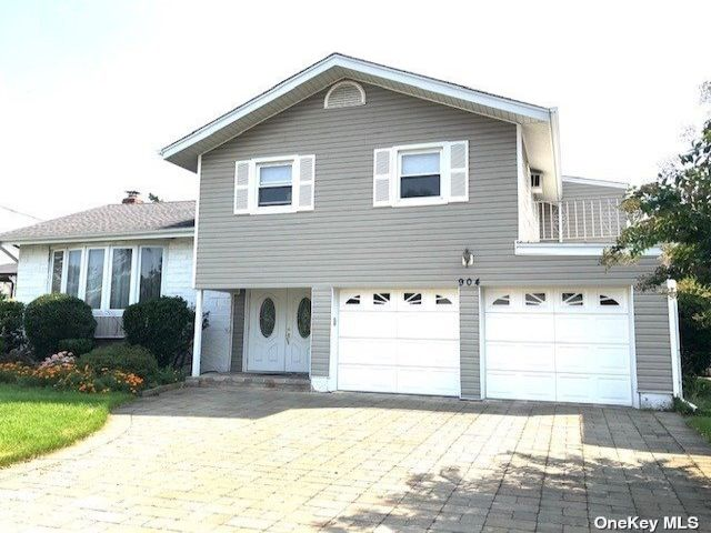 4 BR,  2.00 BTH Split level style home in North Woodmere