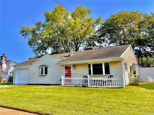 [Merrick Real Estate, listing number 3196724]