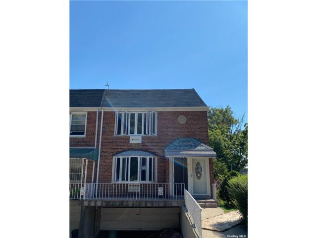 3 BR,  3.00 BTH 2 story style home in Flushing