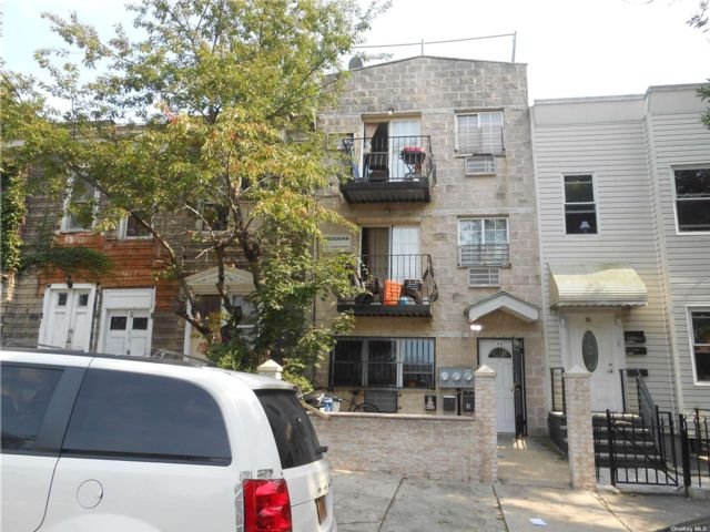 7 BR,  5.00 BTH Colonial style home in Bushwick