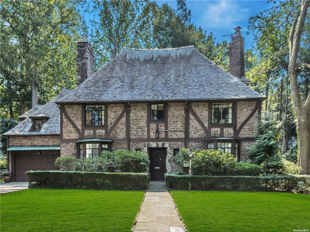 4 BR,  4.00 BTH Tudor style home in Great Neck