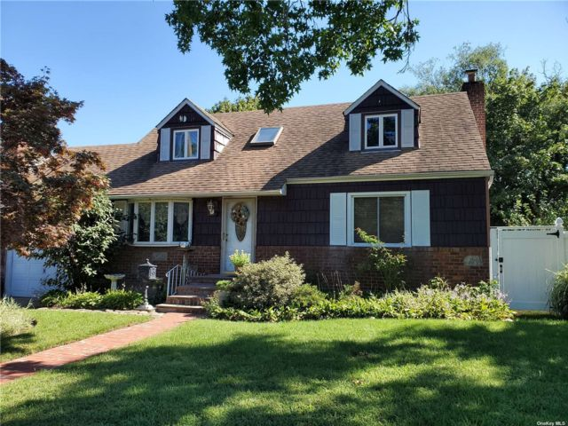 [East Meadow Real Estate, listing number 3196820]