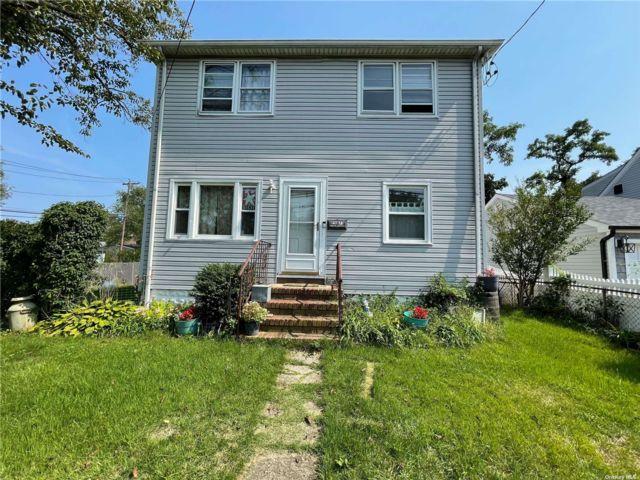 [Merrick Real Estate, listing number 3196831]