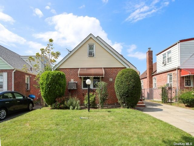 4 BR,  1.00 BTH Cape style home in Cambria Heights