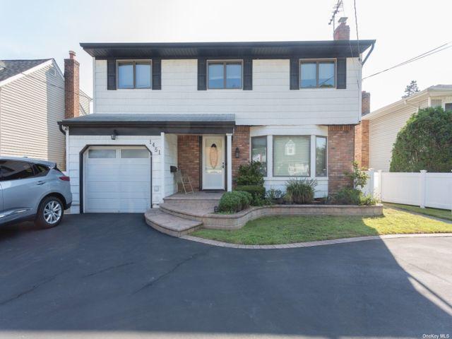 [Merrick Real Estate, listing number 3196858]