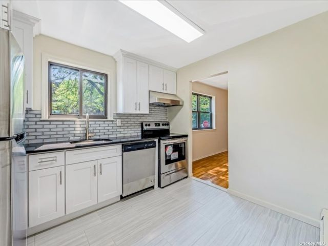 5 BR,  5.00 BTH 2 story style home in Douglaston