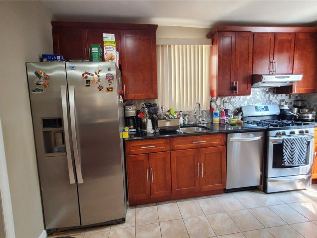 4 BR,  3.00 BTH Colonial style home in Bellerose