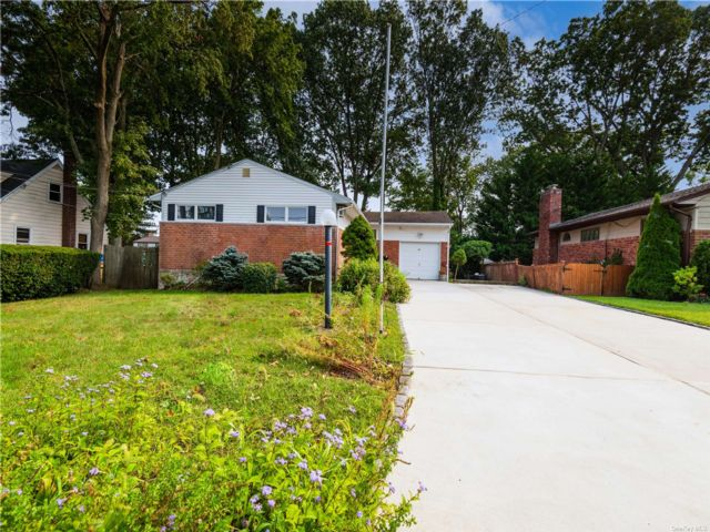 3 BR,  1.00 BTH Ranch style home in Bayville