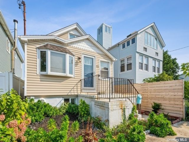 1 BR,  1.00 BTH 2 story style home in Broad Channel