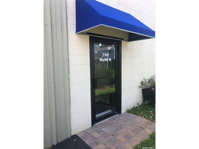 Studio,  0.00 BTH Commercial style home in Deer Park