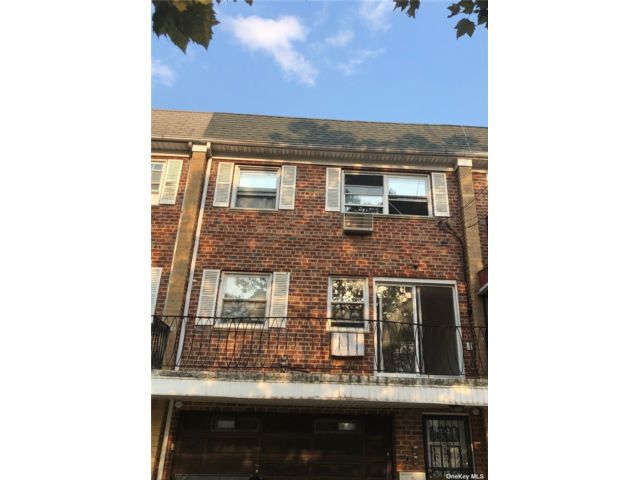 3 BR,  2.00 BTH Other style home in Rego Park