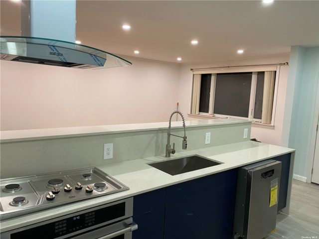 3 BR,  1.00 BTH Apt in house style home in Flatlands