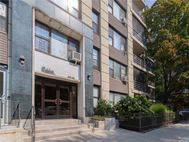 1 BR,  1.00 BTH Mid rise style home in Rego Park