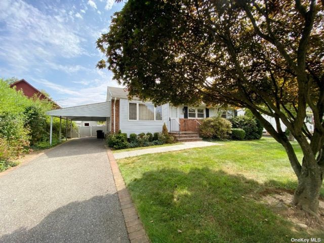3 BR,  1.00 BTH Ranch style home in Glen Cove