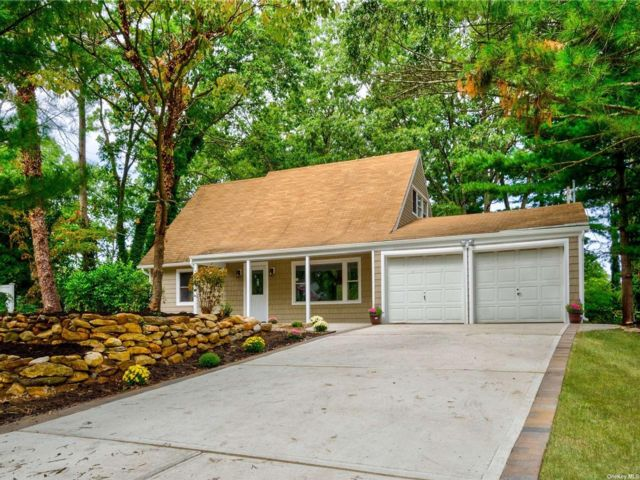 4 BR,  2.00 BTH Exp ranch style home in Stony Brook