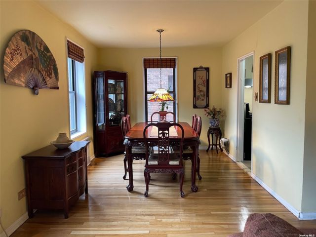 2 BR,  1.00 BTH Mid rise style home in Woodhaven
