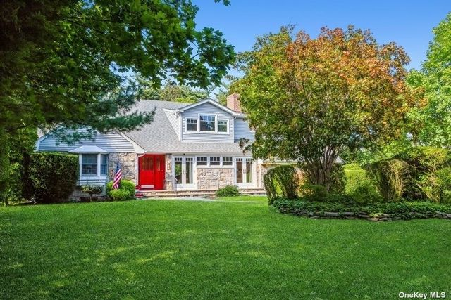 5 BR,  3.00 BTH Exp cape style home in Garden City